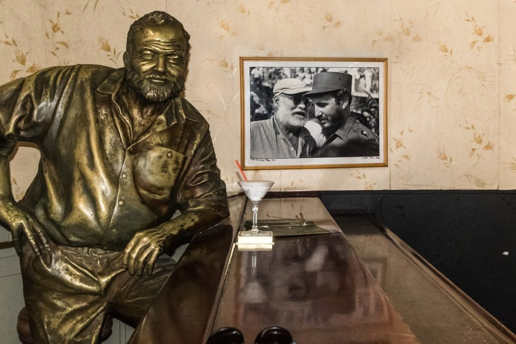 Image of a Daiquiri and a statue of Ernest Hemingway